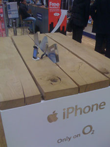 O2 and Carphone Warehouse still selling iPhones with old firmware